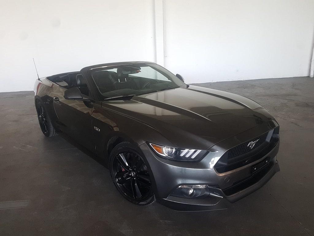 Ford Mustang Cabriolet Seitenansicht-min