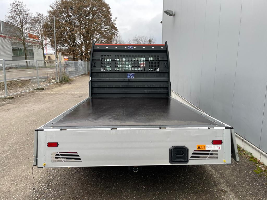 Ford Brueckenwagen Heckansicht offen-min
