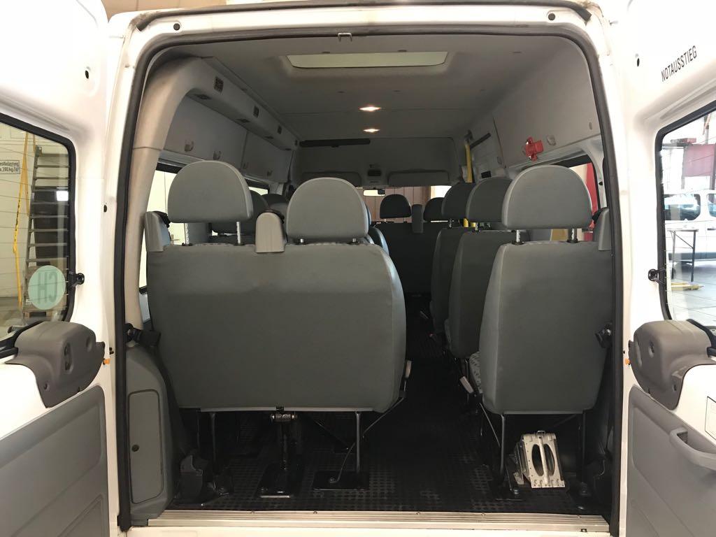 Ford-Transit-14-Plaetzer-hinten-min