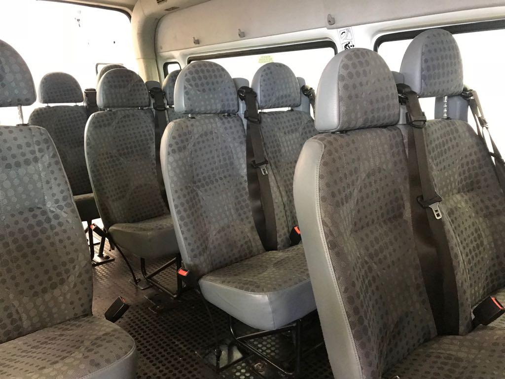 Ford-Transit-14-Plaetzer-Sitze hinten