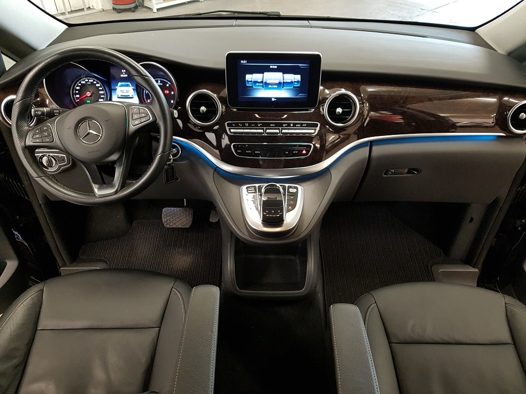 Mercedes V250 als 8 Plaetzer Innenraum