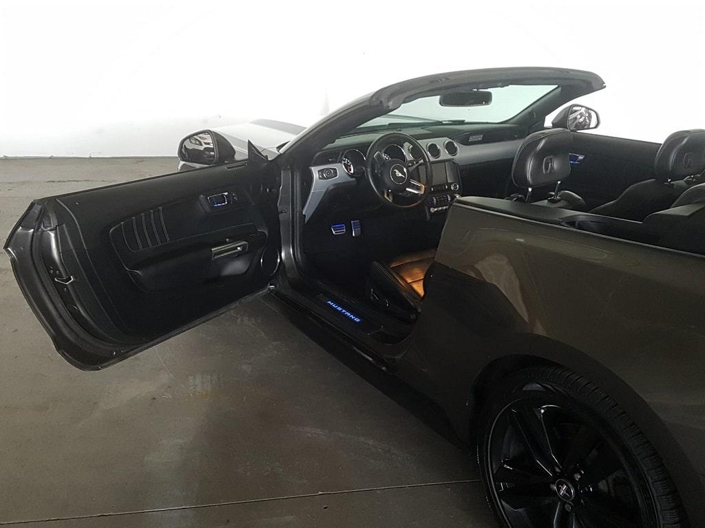 Ford Mustang Cabriolet Fahrerkabine