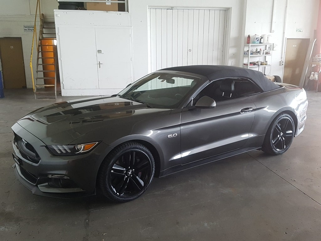 Ford Mustang Cabriolet mit Verdeck